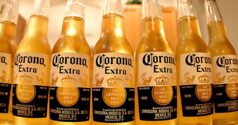 20120629-082826_cerveza.corona.modelo