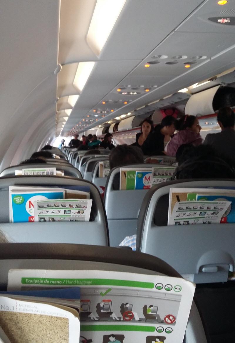 Vivaaerobus-vuelos-baratos-Interior-del-avion.jpg