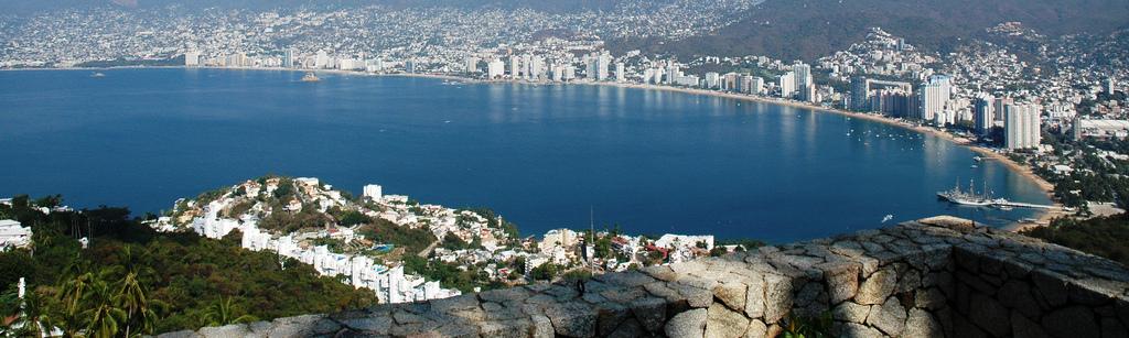Bahia-de-Acapulco.jpg