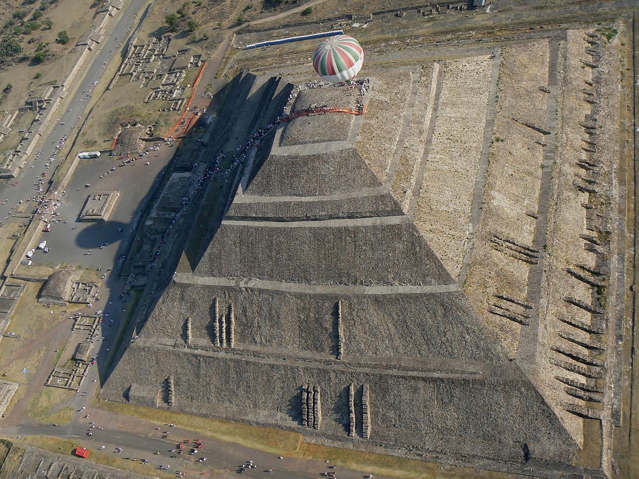 Globo_sobre_en_Piramide.jpg