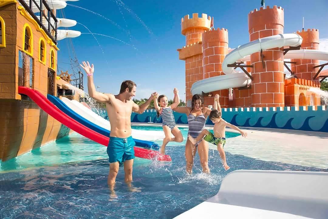 Resultado de imagen para viajar en famila Crown Paradise Club Cancun